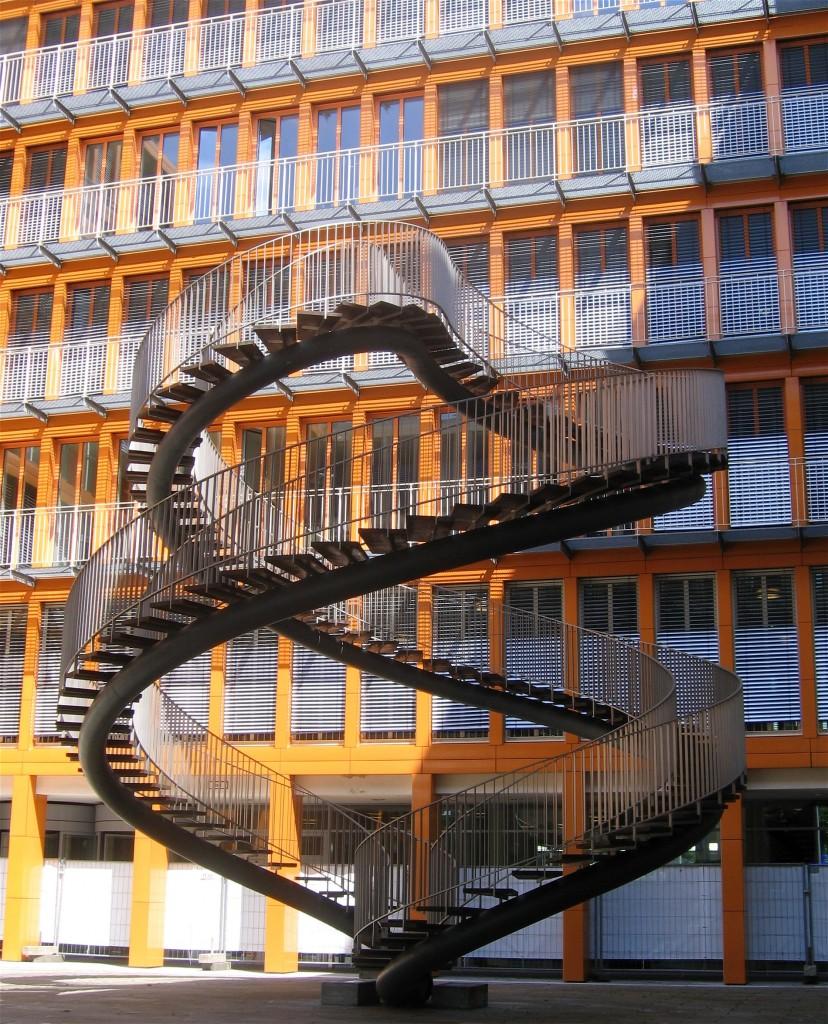 Olafur_Eliasson_Umschreibung_Endlose_Treppe_2004_RETIT-Zentrale_Muenchen